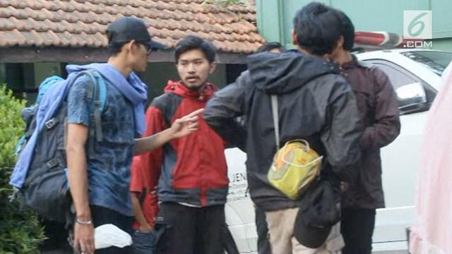 Seorang mahasiswa ditemukan tewas karena kedinginan saat berkemah di Gunung Gede Pangrango.