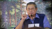 Ketua Umum Partai Demokrat Susilo Bambang Yudhoyono (SBY), menggelar jumpa pers di Cikeas, Bogor, Rabu (2/11). Presiden ke-6 RI itu menyampaikan tanggapannya terkait berbagai isu nasional, keamanan dan politik. (Liputan6.com/Herman Zakharia)