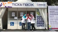 Tiga volunteer di Asian Para Games 2018, Annisa Darmawati, Zulnely Feriyani, dan Sherly Natania. (Inapgoc)