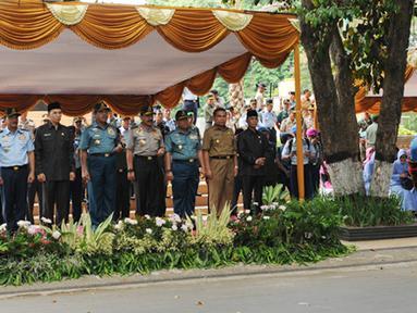 Citizen6, Nusa Tenggara Barat: Turut hadir pada upacara tersebut, diantaranya Kapolri, para Kepala Staf Angkatan dan pejabat Muspida setempat. (Pengirim: Badarudin Bakri).