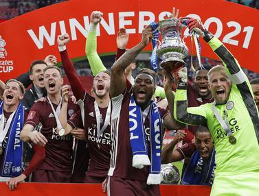 FOTO: Rengkuh Piala FA, Leicester City Cetak Sejarah