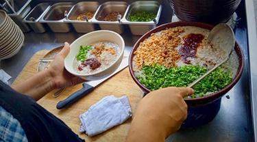 Pernah Punya Restoran Mewah, Chef di Myanmar Kini Jualan di Pinggir Jalan