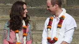 Usai menikah, Kate kerap menemani Pangeran William dalam berbagai urusan kerajaan. Kate dengan amat setia mendampinggi Pangeran William dimanapun. (Kapanlagi/AFP)