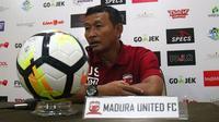 Djoko Susilo, pelatih sementara Madura United. (Bola.com/Aditya Wany)