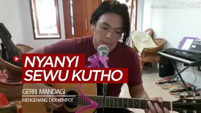 """Berita video kiper Persipura, Gerri Mandagi, menyanyikan lagu """"Sewu Kutho"""" untuk menghormati dan mengenang almarhum Didi Kempot."""