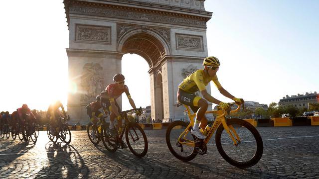 Pebalap Kolombia Egan Bernal Juarai Tour de France 2019
