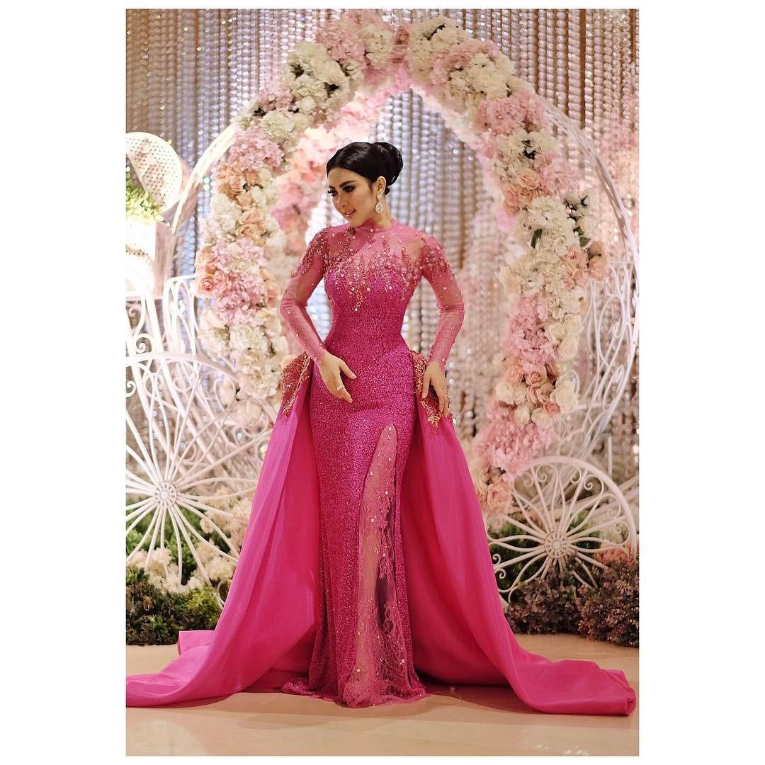Syahrini memakai gaun saat menghadiri acara formal. (sumber foto: @princessyahrini/instagram)