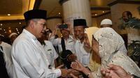 Jemaah calon haji Indonesia curhat ketika disambangi Menteri Agama Lukman Hakim Saifuddin. (MCH Indonesia)