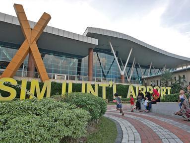 Suasana Bandara Sultan Syarif Kasim II di Pekanbaru, Riau, Rabu (9/5). Bandara Sultan Syarif Kasim II mulai menerapkan penggunaan Bahasa Melayu pada 1 Mei 2018. (Liputan.com/Herman Zakharia)