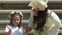 Putri Charlotte dan Kate Middleton (Jane Barlow / POOL / AFP)