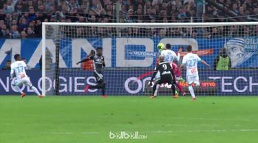 Berita video bek Marseille, Adil Rami, mencetak gol bunuh diri dengan wajahnya saat menghadapi Lyon. This video presented by BallBall.