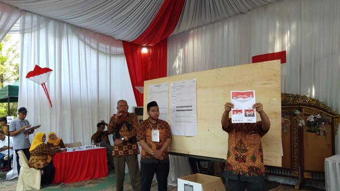 TPS di tempat pemungutan suara Sandiaga Uno mulai melakukan penghitungan suara. (Liputan6.com/Ady Anugrahadi)