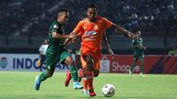 Borneo FC meraih hasil imbang kontra Persebaya Surabaya di Stadion Gelora Bung Tomo, Surabaya, Jumat (11/10/2019) malam. (Bola.com/Aditya Wany)