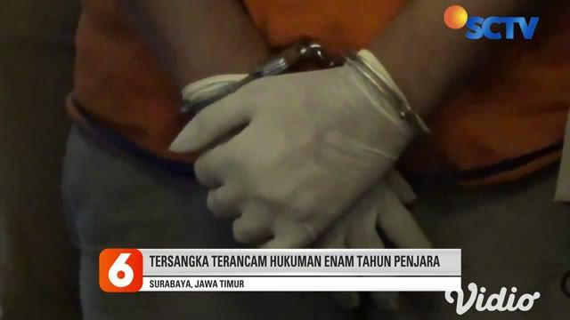 Gilang pelaku fetish bungkus jarik resmi dikeluarkan dari Universitas Airlangga (Unair). Ia yang sebelumnya berstatus sebagai mahasiswa aktif tahun 2015, diketahui melakukan pelecehan seksual terhadap beberapa orang dengan berkedok riset.