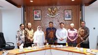Bamsoet saat menerima Majelis Adat Kerajaan Nusantara (MAKN) di Ruang Rapat Pimpinan MPR RI, Jakarta, Selasa (5/11).