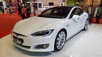 Tesla hadir di Indonesia International Motor Show (IIMS) 2018 (Herdi/Liputan6.com)