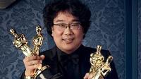 Bong Joon-ho sukses sabet 4 piala di Oscars dengan film Parasite. (Sumber: Los Angeles Time)