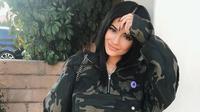 Dilansir dari HarperBazaar, sayangnya masih belum bisa dipastikan apakah wanita tersebut benar-benar Kylie Jenner atau bukan. (instagram/kyliejenner)