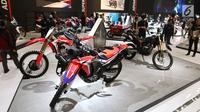 Motor dipamerkan dalam Indonesia Motorcycle Show (IMOS) 2018 di JCC, Jakarta, Rabu (31/10). IMOS 2018 berlangsung pada 31 Oktober hingga 4 November 2018. (Liputan6.com/Angga Yuniar)