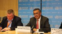 """Direktur Jenderal Organisasi Kesehatan Dunia (WHO) Tedros Adhanom Ghebreyesus (kanan) berbicara dalam konferensi pers di Jenewa, 11 Maret 2020. WHO menyatakan wabah COVID-19 dapat dikategorikan sebagai """"pandemi"""" karena virus tersebut telah menyebar semakin luas ke seluruh dunia. (Xinhua/Chen Junxia)"""