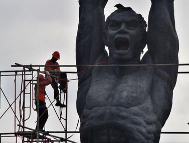 Cegah Kerusakan, Patung Pemuda Membangun Dibersihkan