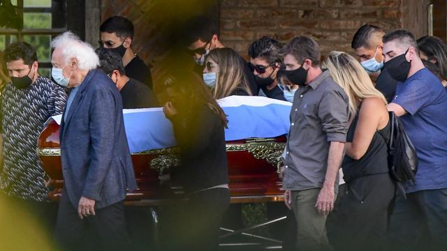 Suasana Haru Iringi Pemakaman Diego Maradona