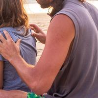 Pijatan suami bisa bantu melancarkan ASI/copyright: unsplash/louis hansel