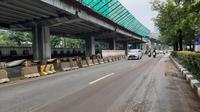 Genangan surut, Jalan Rasuna Said, depan Gedung Lina Jakarta sudah bisa dilewati kendaraan. (Ady Anugrahadi/Liputan6.com)