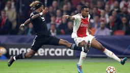 Ryan Gravenberch. Gelandang tengah Belanda berusia 18 tahun ini telah empat musim memperkuat Ajax Amsterdam sejak 2018/2019. Total telah tampil dalam 72 laga di semua kompetisi dengan mencetak 10 gol dan 8 assist. (AFP/Kenzo Tribouillard)