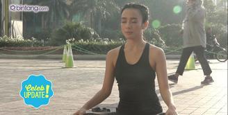 Intip keseruan Dea Ananda saat olahraga yoga dengan Bintang.com