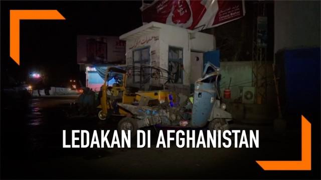Provinsi Jalalabad Afghanistan dihantam rentetan serangan bom hari Senin (13/5). Setidaknya tiga bom meledak di lokasi berlainan. Sarangan tewaskan 4 orang, dan lukai 20 lainnya.