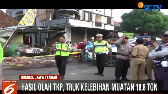 Polisi menduga kecelakaan truk bermuatan gula di Brebes, Jawa Tengah, akibat sopir tidak dapat menahan laju truk saat jalan turunan.