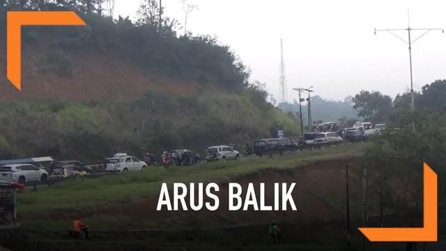 Arus balik lebaran di jalur selatan terpantau mengalami kemacetan Minggu (09/06) pagi khususnya di wilayah perbatasan Tasikmalaya dan Garut Jawa Barat.