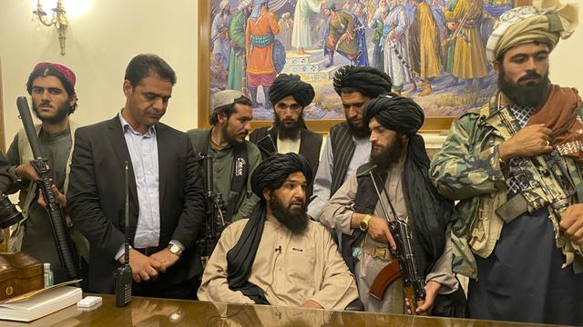 FOTO: Taliban Duduki Istana Kepresidenan Afghanistan