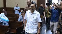Mantan Wapres, Boediono bersiap menjadi saksi pada sidang lanjutan dugaan korupsi penerbitan SKL BLBI dengan terdakwa mantan kepala BPPN, Syafruddin Arsyad Temenggung di Pengadilan Tipikor, Jakarta, Kamis (19/7). (Liputan6.com/Helmi Fithriansyah)