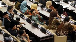 Anggota DPR RI periode 2019-2024, Tommy Kurniawan mengikuti Sidang paripurna ke-2 MPR RI di Kompleks Parlemen, Senayan, Jakarta, Rabu (2/10/2019). Rapat memiliki agenda mengesahkan jadwal acara sidang dan membentuk fraksi-fraksi dan kelompok Dewan Pimpinan Daerah (DPD). (Liputan6.com/Johan Tallo)