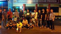 Lima orang pelaku begal masih berusia belasan tahun ditangkap anggota Unit Pidum Polrestabes Palembang (Liputan6.com / Nefri Inge)