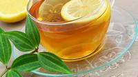 Masker Teh dan Lemon untuk mengurangi kadar minyak berlebih pada kulit kepala.