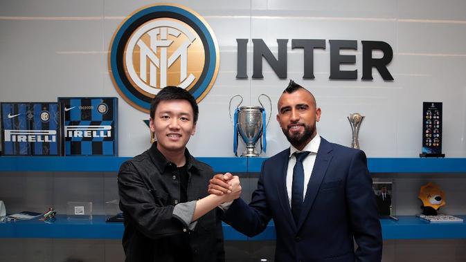 Arturo Vidal resmi bergabung dengan Inter Milan dan menandatangani kontrak berdurasi dua tahun. (dok. Inter Milan)