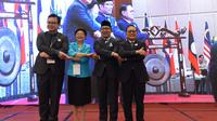 Gubernur Jawa Barat (Jabar) Ridwan Kamil menghadiri opening ceremony 12th China-ASEAN Conference on People to People Friendship Organizations (CACPPFO) di Hotel Mason Pine Kota Baru Parahyangan, Kab. Bandung Barat, Senin (11/11). (Foto: Yana/Humas Jabar)