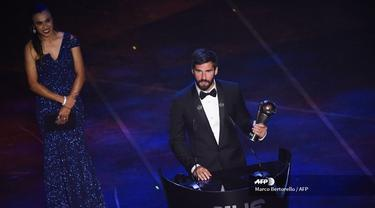 Kiper Liverpool, Alisson Becker (MARCO BERTORELLO / AFP)