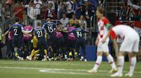 Timnas Prancis merayakan gol ke gawang Kroasia di final Piala Dunia 2018 yang digelar di Luzhniki Stadium, Moskow, Minggu (15/7/2018). (AP Photo/Francisco Seco)