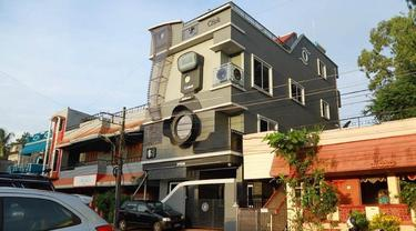 Rumah berbentuk kamera