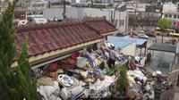 Pasangan suami istri di Korea Selatan menimbun rumahnya dengan sampah untuk maskawin putranya yang berusia 40 tahun (dok.YouTube/ 우와한 비디오/Komarudin)