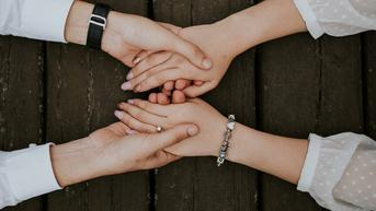 Saat Cinta Sahabat Bertepuk Sebelah Tangan, Apa yang Harus Dilakukan?