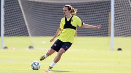 Pemain Barcelona, Antoine Griezmann, saat mengikuti latihan di Ciutat Esportiva Joan Gamper, Sant Joan Despi, Jumat (8/5/2020) waktu setempat. Barcelona kembali menjalani latihan usai seluruh pemain tim utama dinyatakan negatif COVID-19. (AFP/Miguel Ruiz)