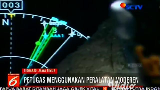 Pencarian korban KM Santika Nusantara juga dipantau lewat udara dengan memakai pesawat CN235.