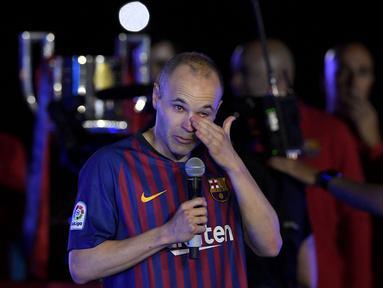 Andres Iniesta adalah legenda hidup Barcelona. Ia menghabiskan seluruh karirnya di Camp Nou sebelum pindah ke klub Jepang, Vissel Kobe. Pemain yang tercatat sumbangkan lebih dari 30 trofi ini, secara menyedihkan harus pergi dari Catalan dengan status bebas transfer. (Foto: AFP/Lluis Gene)