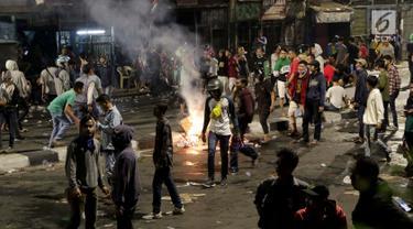 Demo Pelajar Ricuh, Massa Berkumpul di Pejompongan