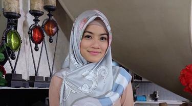 Potret Titi Kamal kenakan hijab